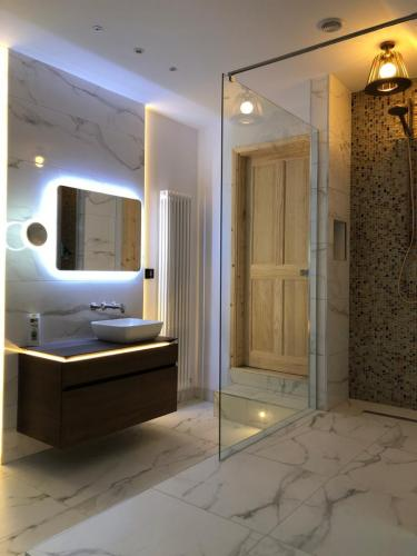 Modern bathroom marble effect