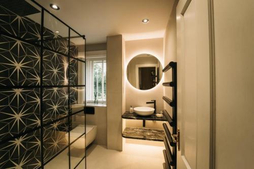 latest modern bathroom
